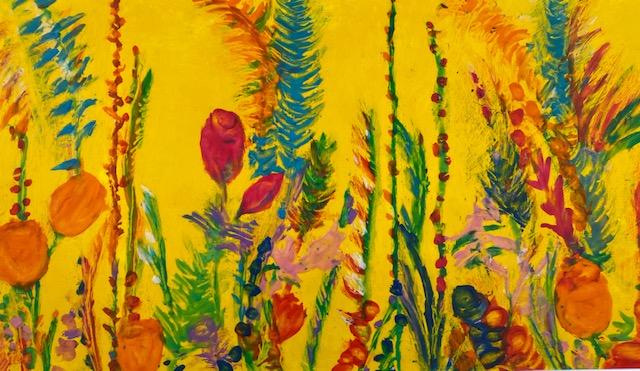 La obra 'En memoria de las víctimas de la Covid-19'. La obra tiene dos texturas. Una, de plastilina que representa las figuras y otra, de óleo sobre cartulina que representa el fondo. El fondo es de color amarillo cadmio y sobre él aparecen multitud de figuras que representan flores y plantas silvestres de colores y formas muy diversos entre si